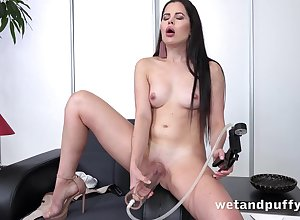 Cutie pumps almost the brush pussy in a trinket