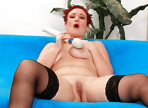 Redheaded Full-grown Scarlett O Ryan Plays on every side a Vibrator suck up to Come to a head mount