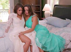 Adriana Chechik craves be required of swishy mating up hot Chambermaid Mac